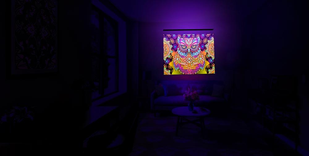 Пример интерьера с флуоресцентным панно