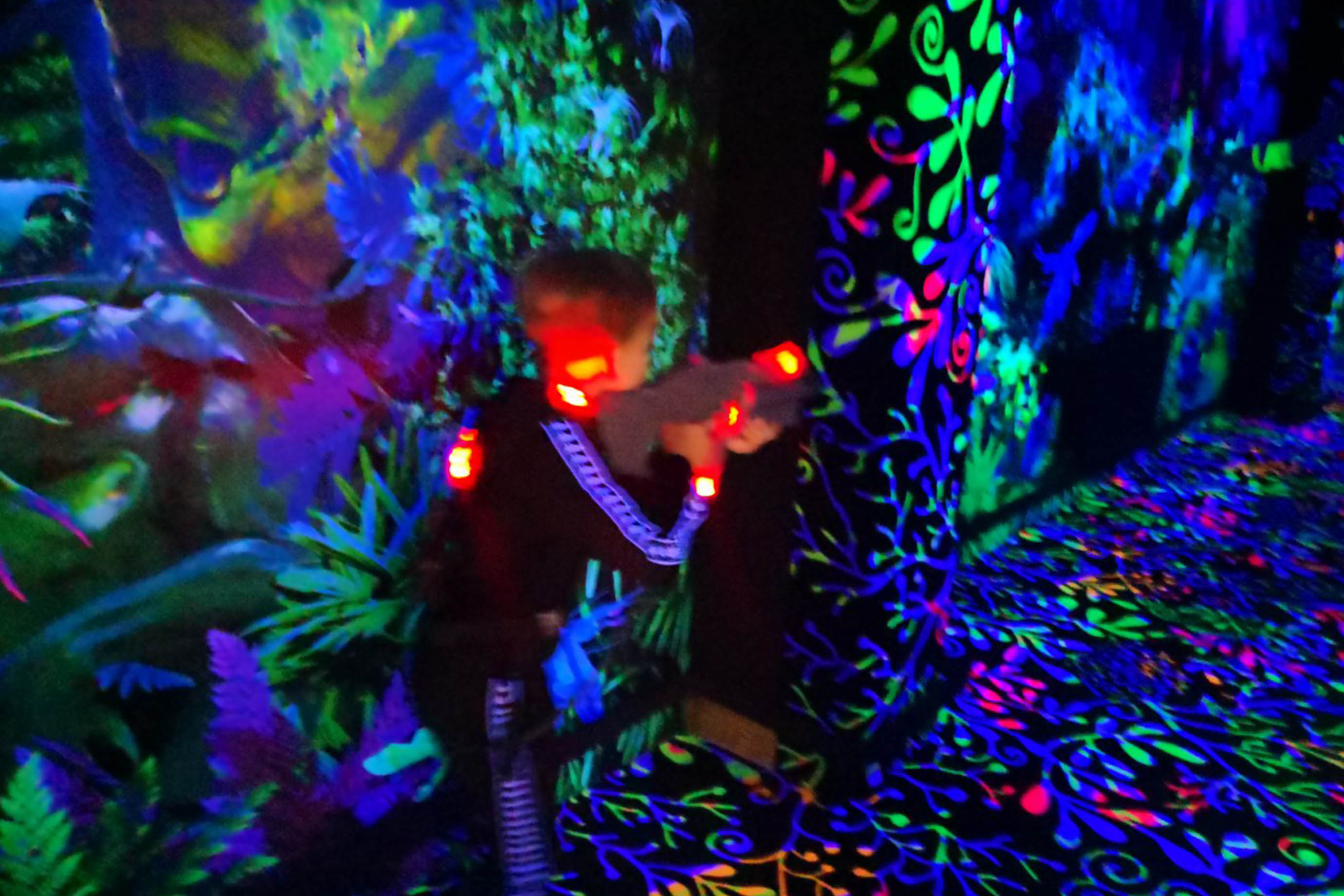 fluorescent uv active decoratin for Neon Lasertag NRG-Arena